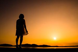 夕陽を背景にシルエットのポトレを撮ってみた。